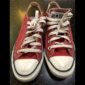 Converse low tops in great condition!